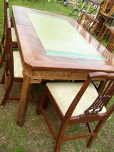 Table & 5 Chairs in Pleasant View, Tennessee