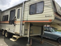5th wheel, 1985 Keystone Komfort 23ft in Travis AFB, California