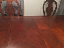 Beautiful Formal Dining Room Table w/Arm Chairs & Side Chairs in Stuttgart, GE
