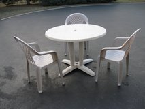 Patio Table  & Chairs in Naperville, Illinois