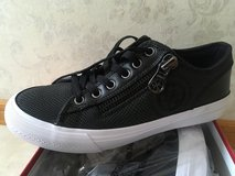 New in box Guess Low top shoe. 8.5 in Okinawa, Japan