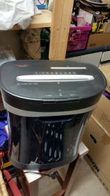 Genie 650 XCD shredder, up to 10 sheets, particle cut, with CD shredder, including removable tra... in Stuttgart, GE