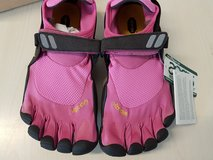STILL NEW!  Womens Vibram five finger shoes (sz 38) in Ramstein, Germany