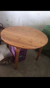 Dining Room Table with 4 Chairs in Grafenwoehr, GE