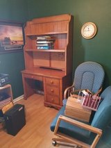 Desk nice in Oswego, Illinois