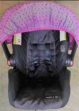 Graco SnugRide Click Connect Car Seat- COMES WITH TWO GRACO CAR SEAT BASES in Perry, Georgia