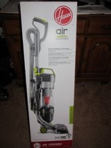 NEW HOOVER STEERABLE LIGHTWEIGHT CYCLONIC UPRIGHT BAGLESS HEPA VACUUM UH72400DI in Orland Park, Illinois