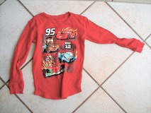 Lightning McQueen long sleeve shirt size 10-12 in Stuttgart, GE