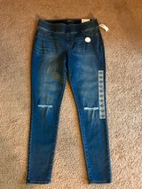 "NWT Old Navy Slimming Skinny Rock Star Jeans, Size 14, Inseam 30"" mid rise in Hampton, Virginia"