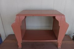 Double Sided Magazine Rack Table in Alamogordo, New Mexico