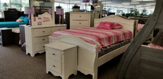 20% OFF THIS WHITE PRINCESS FULL SIZE BEDROOM GROUP! ALSO AVAILABLE IN TWIN. in Cherry Point, North Carolina
