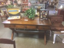 beautiful wood desk 3 drawers in Spring, Texas