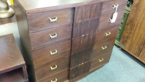 KENT COFFEY 5 drawer chest of drawers in Naperville, Illinois