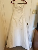 Wedding gown, size 6, lace up back in Luke AFB, Arizona
