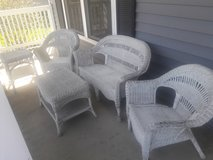 White Wicker 5-pc Patio Furniture in Naperville, Illinois