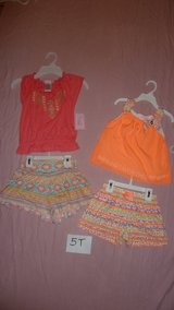 5T girl outfits NWT in Stuttgart, GE