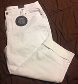 New Avenue denim 24 white Capri length pants in Fort Riley, Kansas