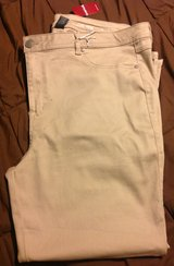 New Avenue 24 tan butter denim jeans in Fort Riley, Kansas