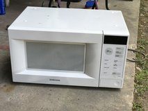 Samsung Microwave-White in Fort Polk, Louisiana