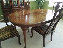 Dining room table and 6 chairs in Naperville, Illinois