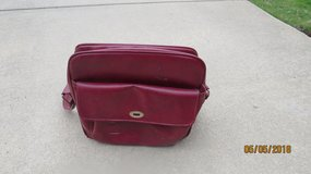 Large Samsonite Leather Burgundy Shoulder Luggage Overnight Bag Carry-on Purse in Warner Robins, Georgia