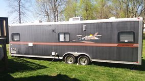 2006 (29 ft )Forest River Work & Play Toy Hauler in Fort Campbell, Kentucky