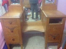 Jamestown Chair Co. dressing table and bench in Camp Lejeune, North Carolina