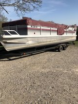28 foot Sundancer pontoon in Fort Leonard Wood, Missouri