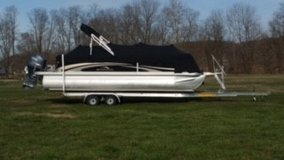 2011 BENNINGTON TRITOON PONTOON BOAT W/HEAVY DUTY ALUMINUM TRAILER! in Naperville, Illinois