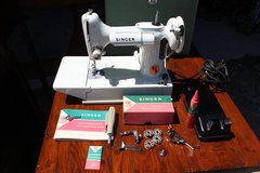 Vintage Singer Featherweight Sewing Machine in Wilmington, North Carolina