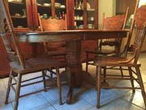 Kitchen table and chairs --Oak in Fort Rucker, Alabama