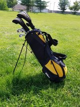 Men's golf clubs and bag - gently used in Fort Knox, Kentucky