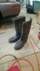 Men's size 10 rubber boots in Naperville, Illinois