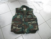 camouflage (padded) warm vest in Ramstein, Germany