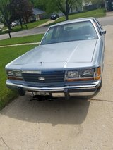 1988 ford crown victoria in Yorkville, Illinois