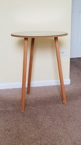 Accent Table, round in Bolingbrook, Illinois