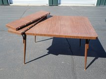 Table with 2 leave in Sandwich, Illinois