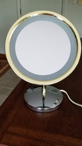 Magnifying Mirror (LIGHTED) in Lockport, Illinois