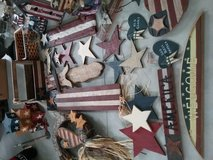 24 pieces of assorted rustic country Americana decor in Dover AFB, Delaware