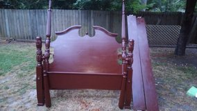 Wooden Queen size Poster Bed in Warner Robins, Georgia