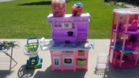 Kitchen Play Set &Accessories in Baytown, Texas