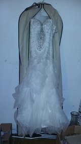 Absolutely gorgeous wedding dress in Lake of the Ozarks, Missouri