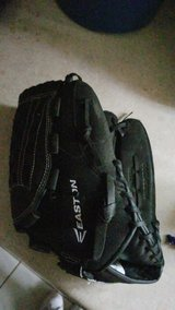 Mako Easton glove in Great Lakes, Illinois