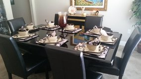 Dinning room table set (6 chairs) in Eglin AFB, Florida