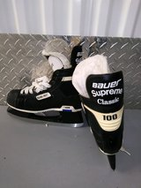 BAUER SUPREME CLASSIC 100 FORMFIT ICE HOCKEY SKATES in Elgin, Illinois