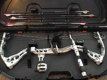 2011 Elite Hunter compound bow, 65lbs 28 in. draw, plus extras in Fort Benning, Georgia