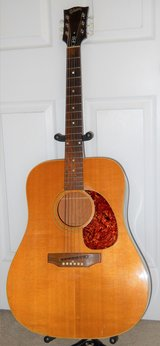 Gibson J50 Acoustic Guitar with hard case in Fort Polk, Louisiana
