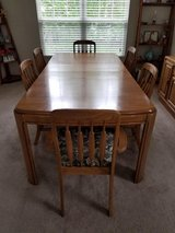 Dining Room Set - In Great Shape in Schaumburg, Illinois