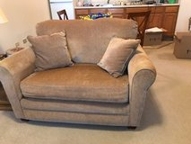 Love Seat HIde a Bed! Excellent condition in Naperville, Illinois