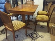 Antique dining table and 5 chairs in Baumholder, GE